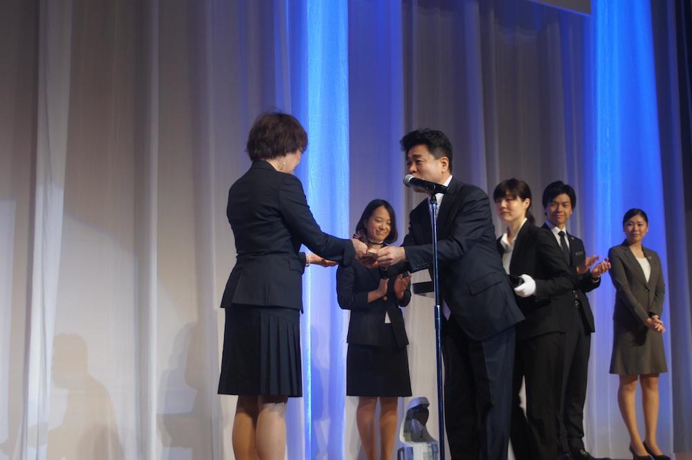「いい結婚式」のプランニングコンテスト「Good Wedding Award 2014」でウェコ 山本恵さんの【おひさま結婚式】がグランプリを受賞しました11