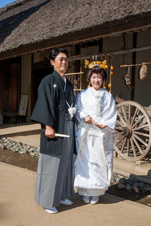 茅葺き屋根の古民家で伝統的な祝言式