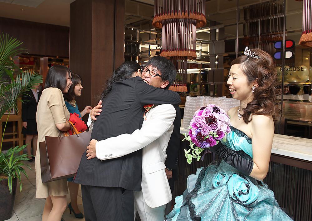 「ただいま」「おかえり」「大丈夫だよ」家族の大切さを感じさせる温かな結婚式