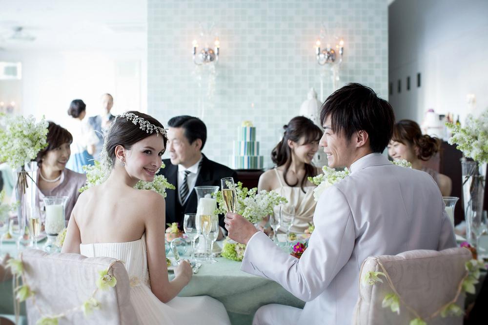 浜松町・お台場・竹芝の結婚式場ならルミアモーレ。お台場の夜景、海、レインボーブリッジなどベイサイドならではの絶景のロケーション。光溢れるチャペルで感動のウエディングを。
