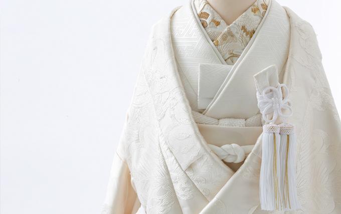 日本の良き伝統と洗練された感性現代の花嫁さんへ厳選されたアンティーク婚礼衣裳をお届けします